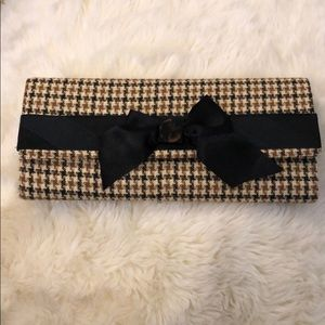 Casual clutch with a detail